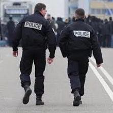 tourist safety tips paris - police help